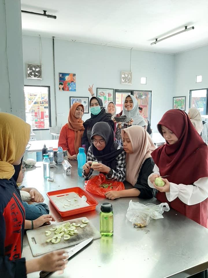 Keputrian memberikan pembekalan kecakapan hidup (life skills) untuk siswi
